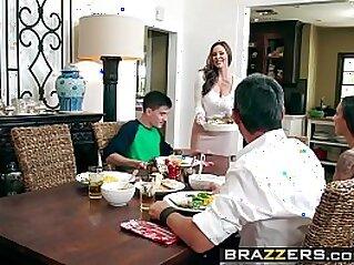 Milfs Like it Big Kendras Thanksgiving Stuffing scene starring Kendra Lust and Jordi El