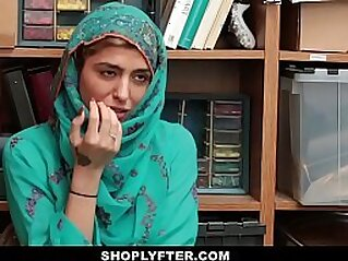 Shoplyfter Hot Muslim Teen Caught Harassed